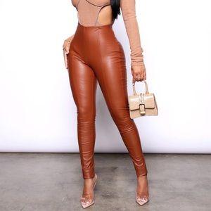 Backin it Up Faux Leather Leggings Cognac Stretch